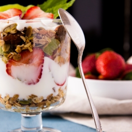 Granola w Yogurt
